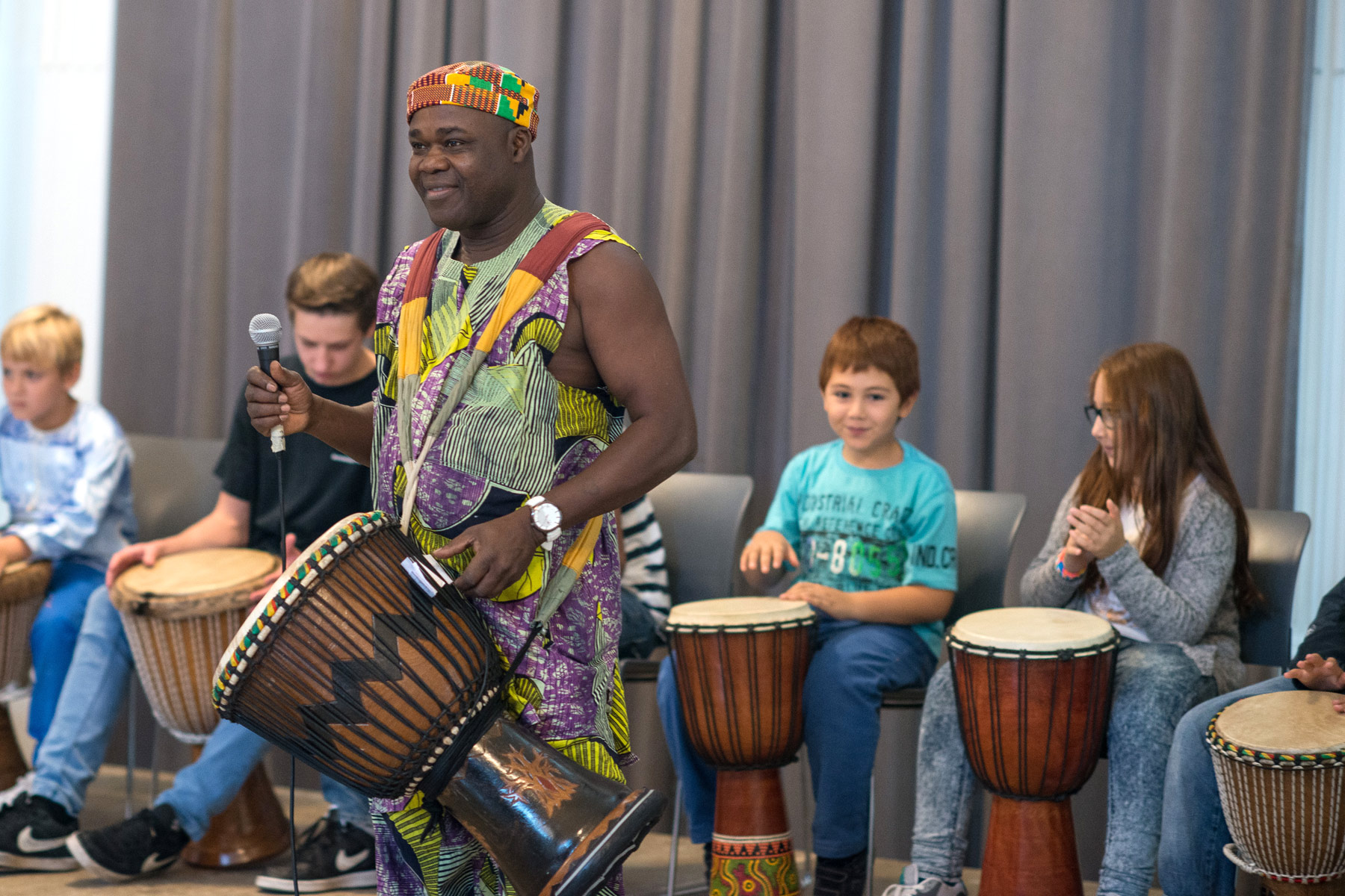 Afrikanisch Trommeln für Eltern und Kinder mit Pascal Salimou - music loft | Freie Musikschule Aachen