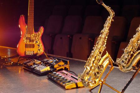 Saxophon E-Bass Effekte Unterricht Bühne Klangbrücke - music loft | Freie Musikschule Aachen